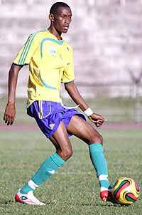 Rwanda's Baptist Mugiraneza had a good game against Zimbabwe and Nshimiyimana expects a similar performance from the midfielder today. (Photo/Cecafa)