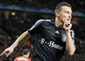 Ivica Olic celebrates after scoring Bayern Munich's first goal