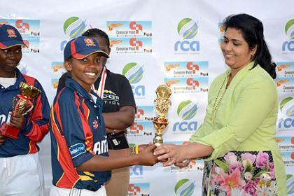 Mrs Asha Binu awards woman of the series Mary Maine from white Clouds