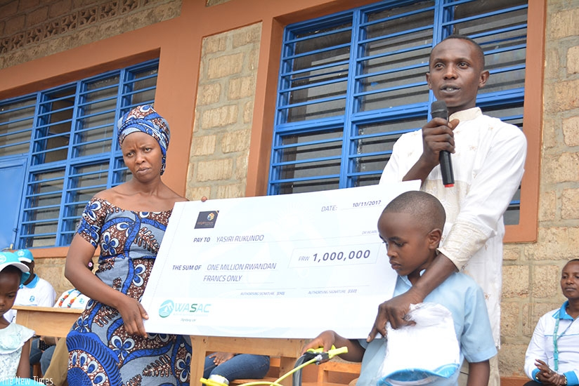 Rukundo's parents were given a cheque of Rwf1 million to enable them to support their child's studies. / Frederic Byumvuhore