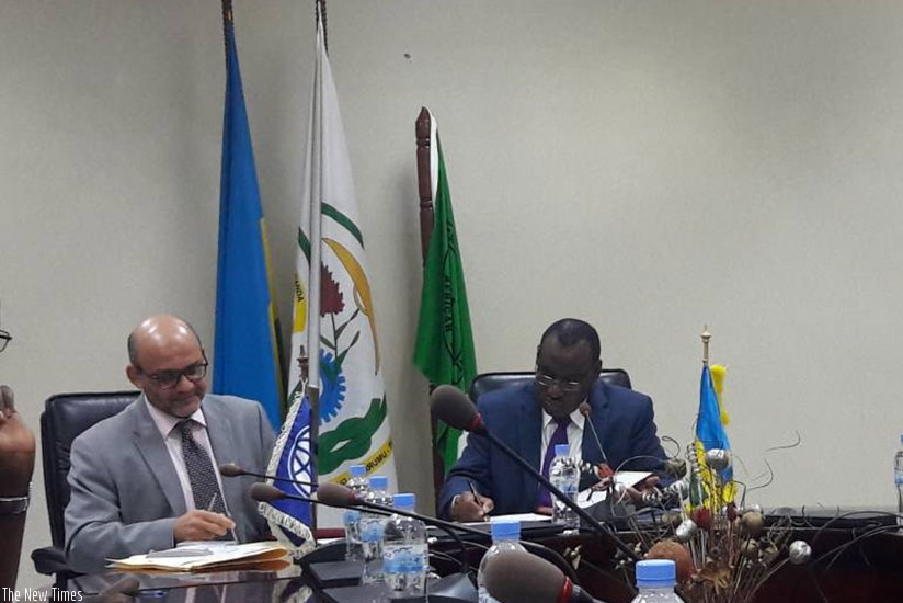 World Bank country director Yasser El-Gammal (L) and  Minister of Finance and Economic Planning Claver Gatete sign a financing agreement to support the energy sector. (Photos by Ju....