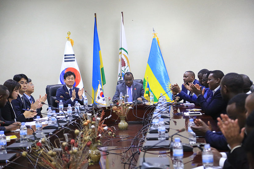 1512718046Korean-diplomats-and-rwandan-officials-during-the-signing-event-between-both-countries