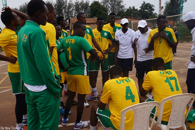 Coach Mbanza (2nd right) gives instructions to players. D. Sikubwabo.