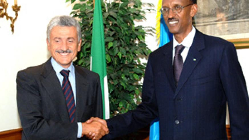 President Kagame and Italian Minister of Foreign Affairs Massimo D'Alema yesterday in Rome. (Photo/PPU)