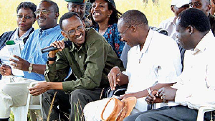 President Kagame consults with Ministers Protais Musoni and Christophe Bazivamo while listening to questions raised by the local population in Rwempasha, Nyagatare District yesterday. ( PPU photo)