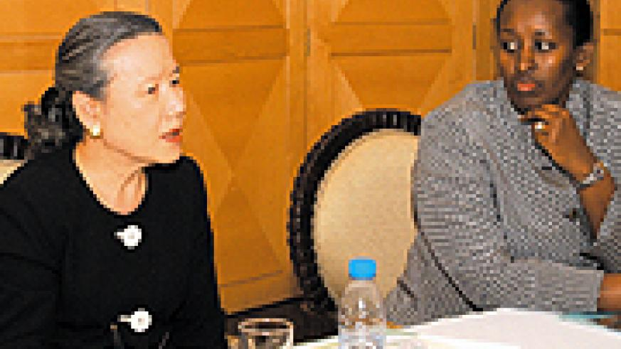 Mrs Kagame (right) and Mrs Ban Soon-taek during their meeting at Village Urugwiro yesterday. (PPU photo)
