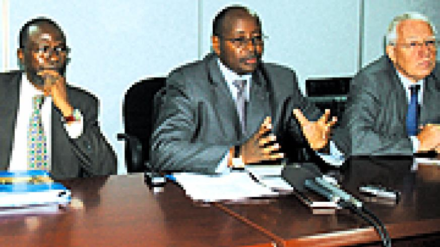 L-R UN Resident Coordinator Moustapha Soumare, Finance and Economic Planning minister James Musoni and Head of the EU Commission to Rwanda David MacRae. (File photo)