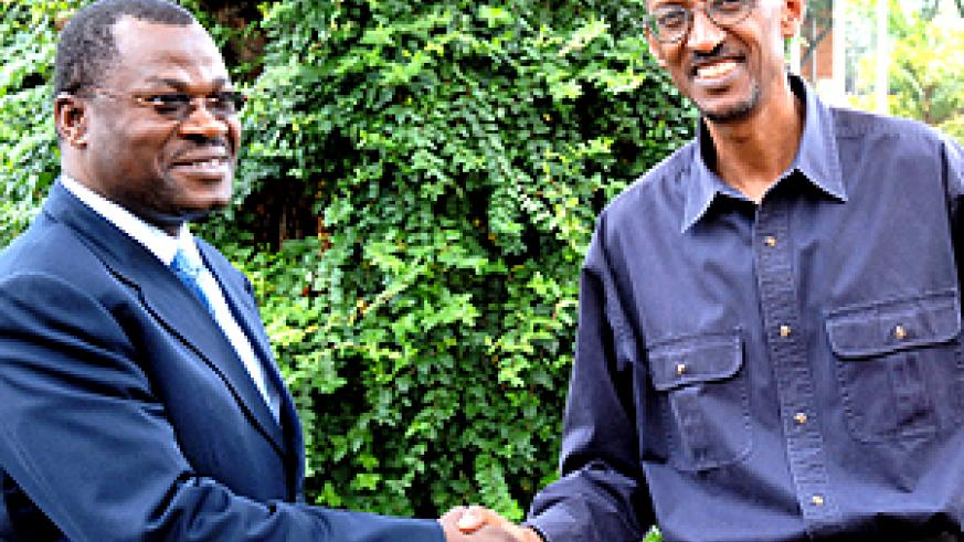 President Kagame shakes hands with Angolan president's Special Envoy and Foreign Affairs minister, Joao Bernardo De Miranda, at State House in Kiyovu yesterday. (PPU photo)