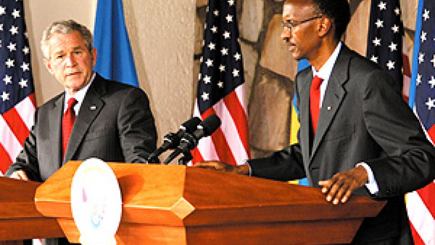 Presidents Bush and Kagame addressing  a press conference at Village Urugwiro yesterday. (PPU photo)