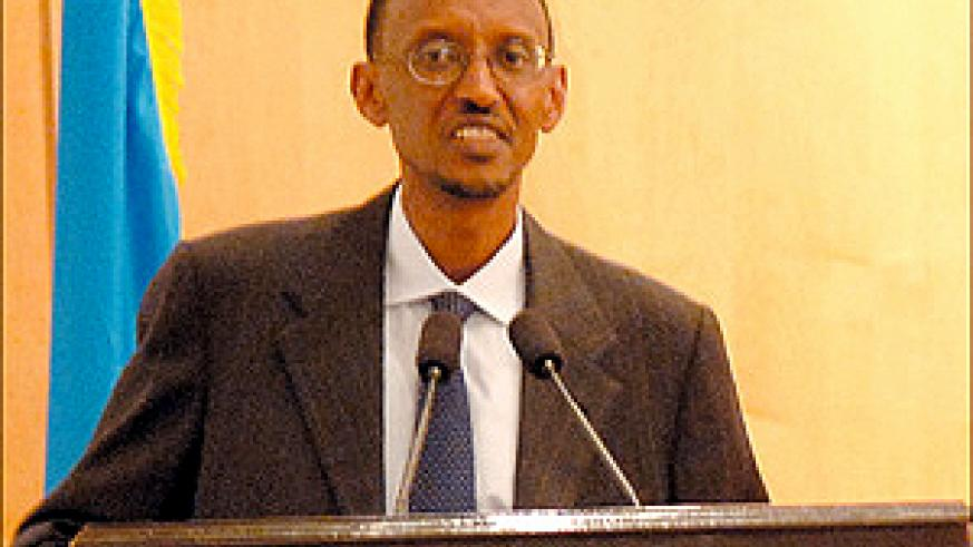 President Kagame addressing journalists at Village Urugwiro yesterday. (PPU photo)