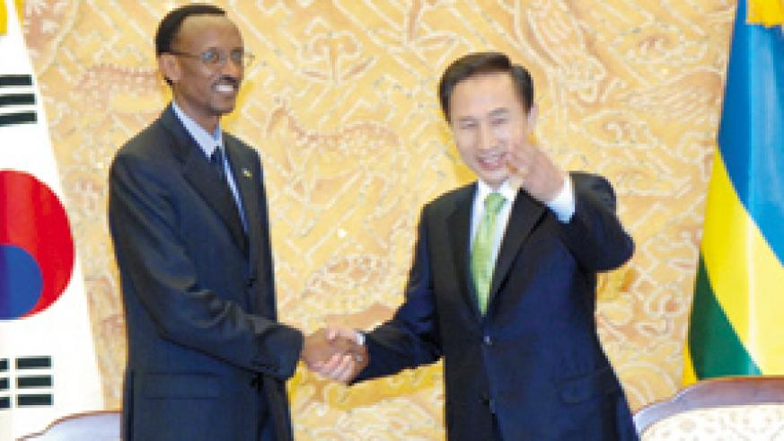President Kagame and President Lee Myung-bak at the beginning of official talks at the Cheongwadae (Korean Presidency) in Seoul. (PPU photo)