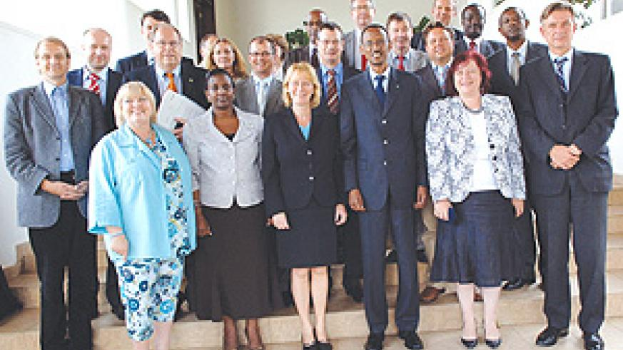President Kagame with members of the German delegation at Village Urugwiro yesterday. ( Photo/PPU).
