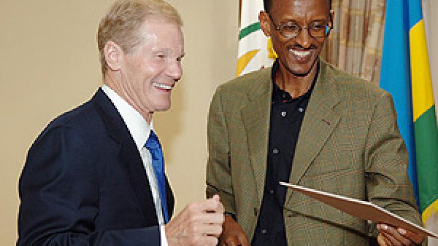 President Kagame with visiting US Senator, Bill Nelson. (PPU photo)