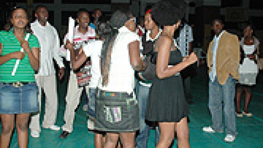 Youngsters splurge at entertainment spots