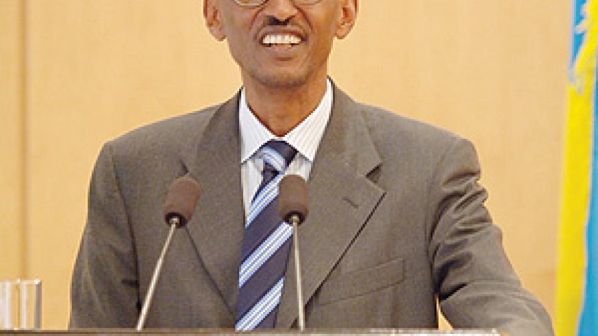 President Kagame speaks with journalists at the monthly press conference at Village Urugwiro.(PPU Photo)
