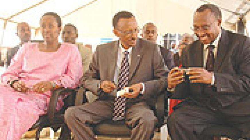President Paul Kagame, First Lady, Jeanette(L) and Minister of Local Government Protais Musoni (R) were present at launching the issuing of identity cards on July 17 at the National Identity Card Project offices at Kimihurura. (File photo)