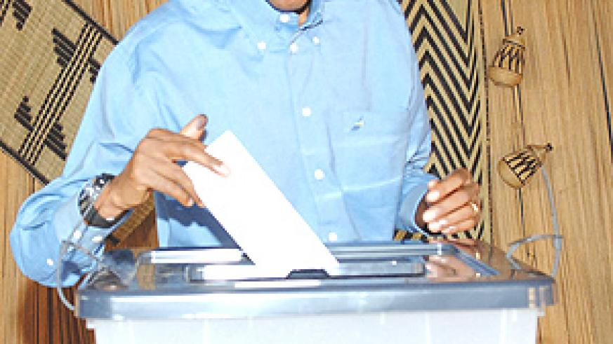President Kagame  casting his vote at APE Rugunga polling station yesterday.