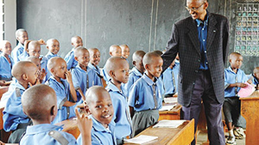 President Kagame chats with school children during a visit to Ecole Primaire d'Application de Kimihurura (EPAK), in Kigali yesterday. (Photo/PPU)
