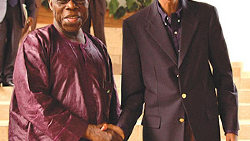 Olusegun Obasanjo (L) with President Kagame after discussions at Urugwiro Village (PPU Photo)