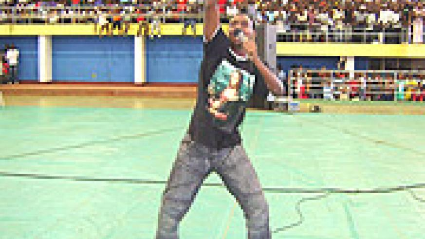 MC Fabb Lig waves to his fans after setting the entire crowd ablaze.