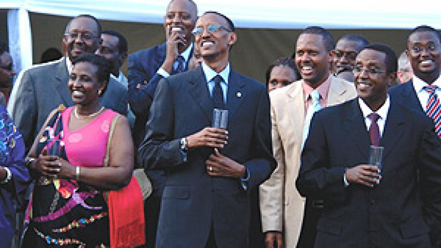 The President and his guests enjoy a moment during a performance by a local  comedian. (PPU)