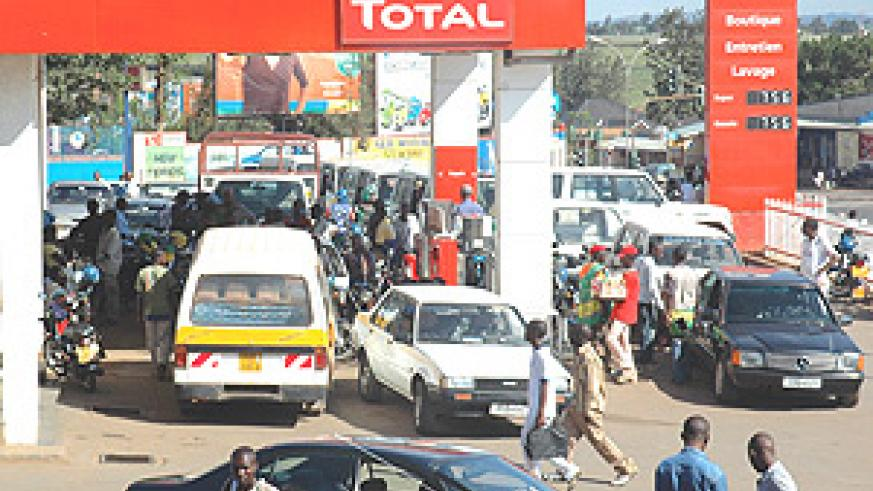Motorists struggle to refill at Total Remera yesterday. (Photo/ J Mbanda).