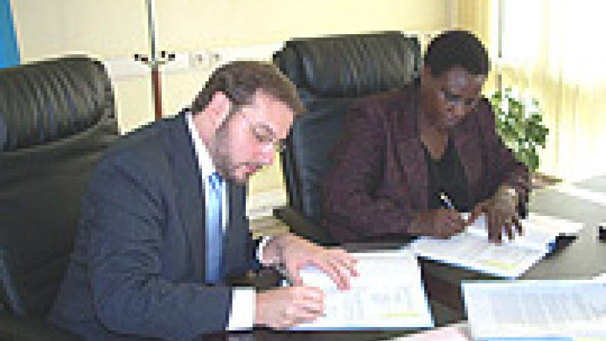 Minister Daphrose Gahakwa signs the MoU with GLP Programme Officer Steven Ehrenberg at MINEDUC offices yesterday. (Photo/ R Mugabe).