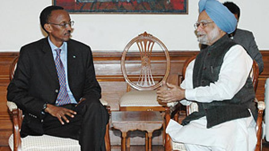 President Kagame meets with the Prime Minister of India Manmohan Singh in New Dehli on Monday evening.(PPU photo)