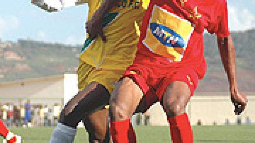 BARRICADE: Atraco's Ismail Habumugisha is beaten to the ball by El-Merreikh defender in yesterday's game. It ended 0-0 for El-Merreikh to advance. (Photo/ G. Barya)