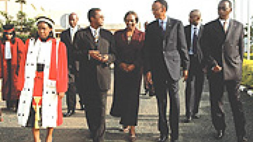 President Kagame with top government officials after the launch of the judiciary year at the parliamentary building yesterday. (PPU Photo).