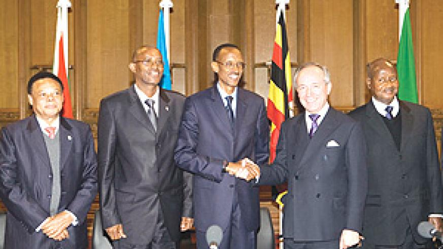 From left: EAC Secretary General Juma Mwapachu, Burundi Vice President Yves Sahinguvu, President Kagame, Michael Snyder of the City of London Corporation and Uganda's President Yoweri Museveni. (PPU Photo).