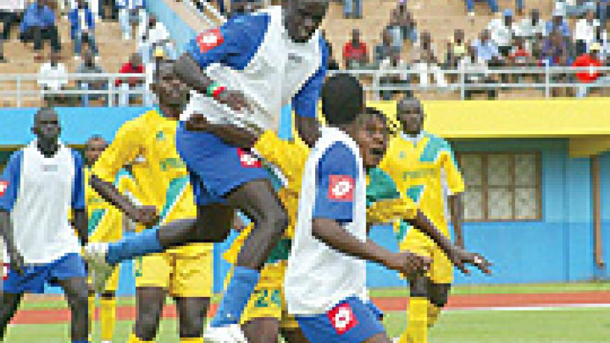 HEADS YOU WIN: Rayon Sport defender Bonaventure Hategekimana gets to the ball first ahead of Atraco striker Andre Lomami during the yesterday's league match played at Amahoro stadium, which ended 0-0. (Photo/ G. Barya)