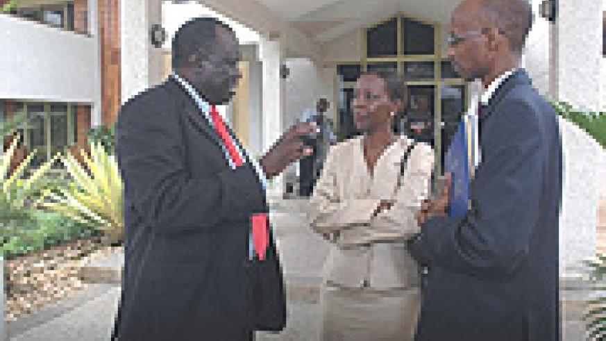 Justice Minister Tharcisse Karugarama (L) talks to Information Minister Louise Mushikiwabo (C) and ORINFOR's Willy Rukundo outside Parliament yesterday after the presentation of the amended Media Bill.