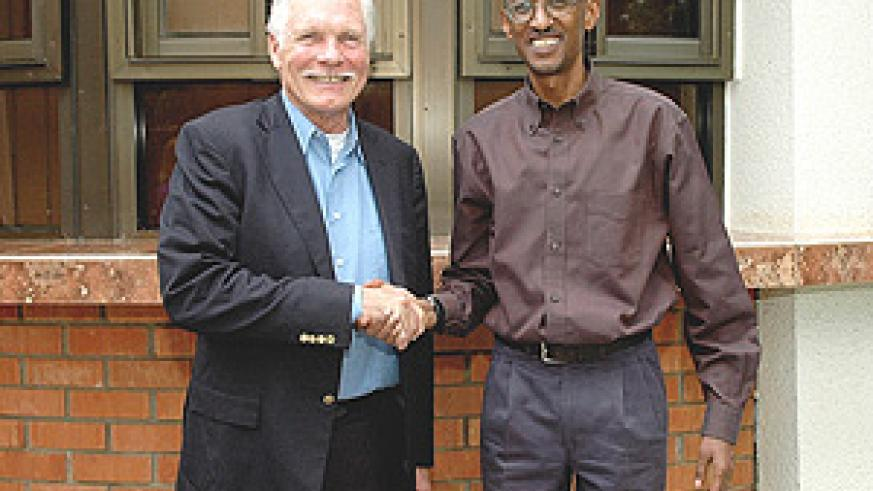 President Kagame over the weekend received famous media mogul and philanthropist, Ted Turner. (Photo PPU).