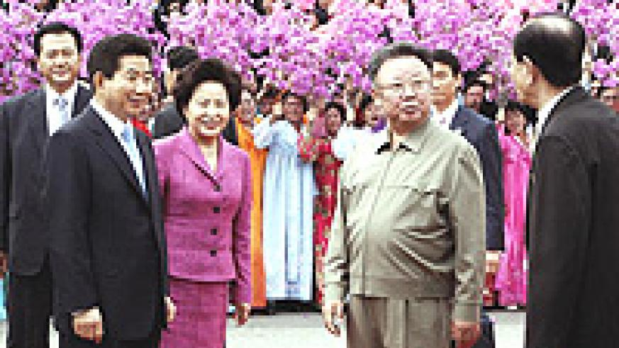 Roh Moo Hyun with his wife, Kwon Yang-Sook, meeting North Korean dictator, Kim Jong-Il.