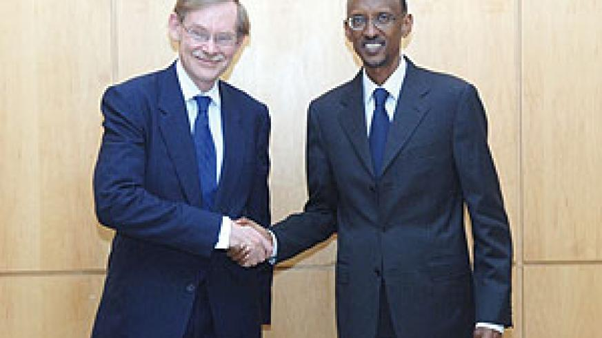 President Paul Kagame with the President of the World Bank Group, Robert Zoellick, after their meeting at Urugwiro Village yesterday. (Photo; Urugwiro Village)