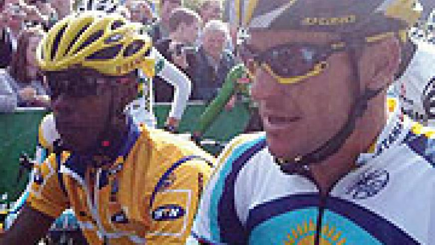 Niyonshuti and  Lance Armstrong getting ready for flag off in the 2009 Tour of Ireland.