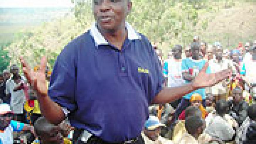 Ngoma Mayor François Niyotwagira addressing residents after Muganda. (Photo S Rwembeho)