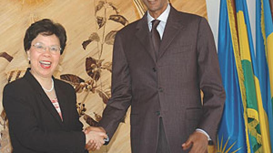 President Paul Kagame (R) with WHO Executive Director Dr Margaret Chan at Urugwiro Village Yesterday. (Photo/ J. Mbanda)