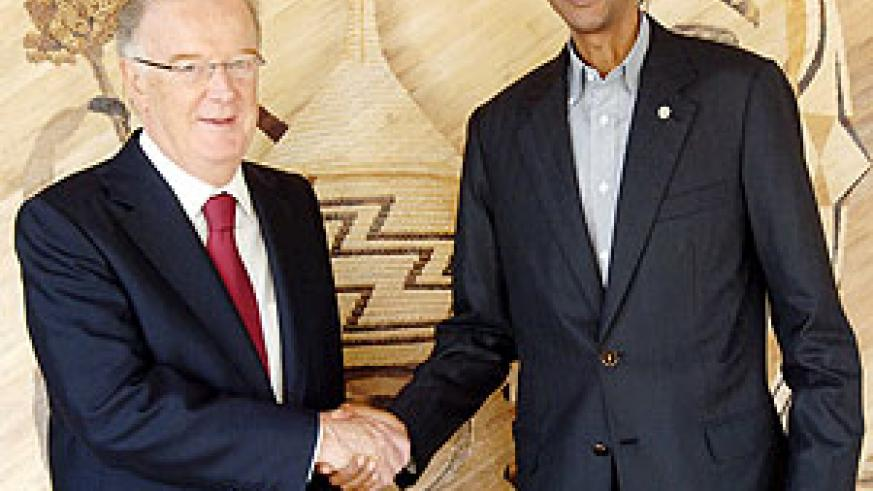 President Kagame  meets with Jorge Sampaio at Urugwiro village yesterday.