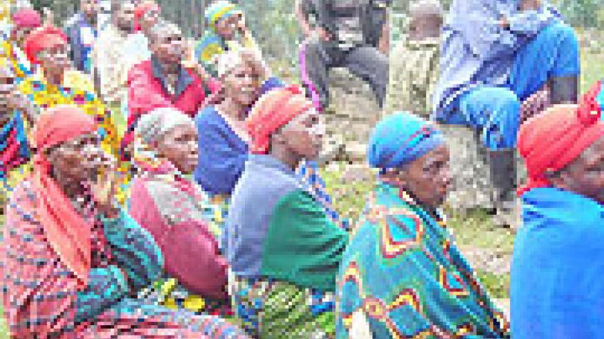 Residents who gathered last week to resolve differences arising out of the new agricultural policy  in Gataraga sector.(photo/ B. Mukombozi)