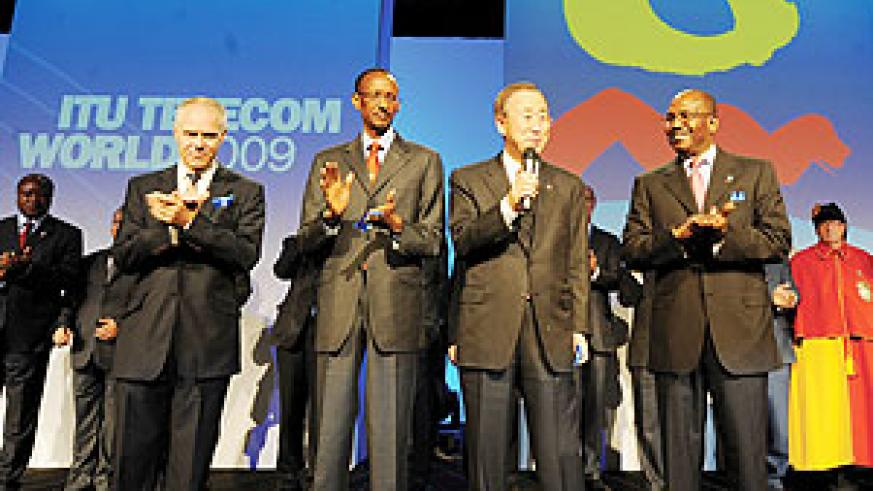 President Paul Kagame at the ITU summit in Geneva yesterday. He is flanked by UN Secretary General Ban Ki Moon and ITU Secretary General Dr. Hamadoun Toure (Photo/ Urugwiro village)