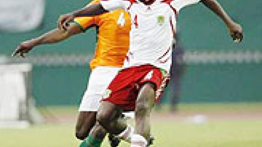 Chiukepo Msowoya (R) of Malawi fights for the ball with Kolo Toure of Ivory Coast during their 2010 World-Africa Nations Cup qualifier.