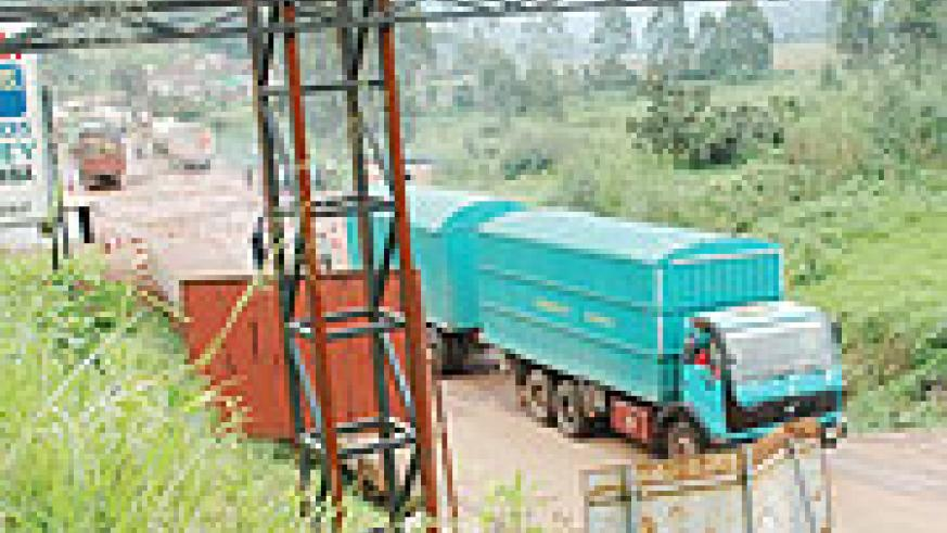 A transit goods truck crosses to Rwanda through Gatuna border post. The border will soon be upgraded courtsey of funds provided by DfID. (File Photo)