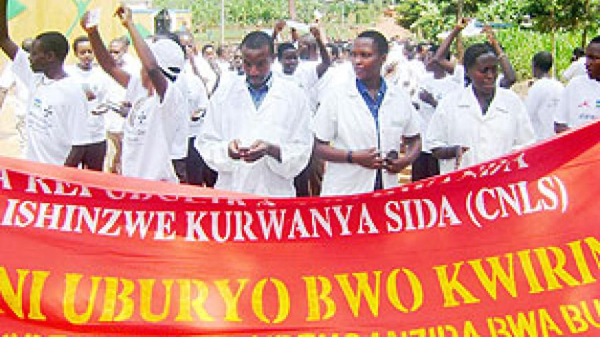Youth who stormed the streets of Kayonza to pass HIV/AIDS messages.