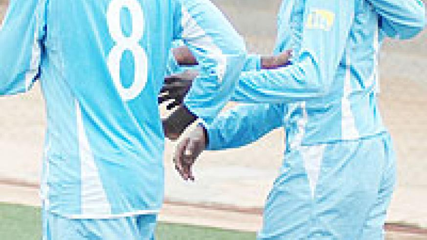 Rayon's Yusuf Ndayishimiye is mobbed by teammates after scoring against Atraco this season.  The Blues will close in on APR and Atraco if they beat Kiyovu on Sunday. (File Photo)