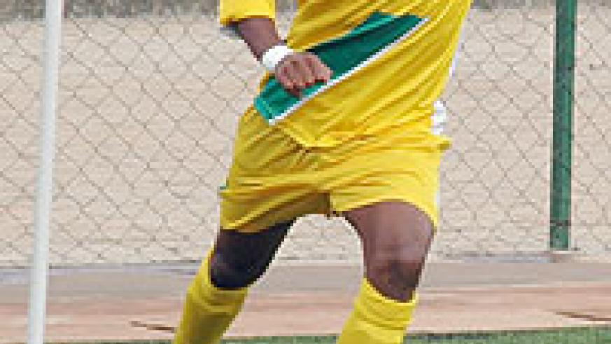Atraco's Jabil Mutarambirwa takes a corner during Rayon's game a few weeks ago. Like most of his teammates, he had a quiet game yesterday. (File photo)