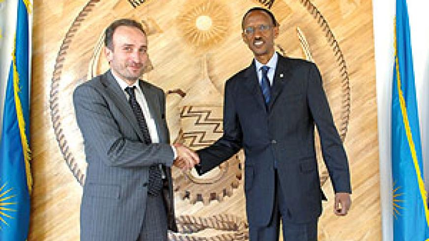 President Kagame receiving the new French  Ambassador, Laurent Contini, yesterday (Photo Urugwiro Village)