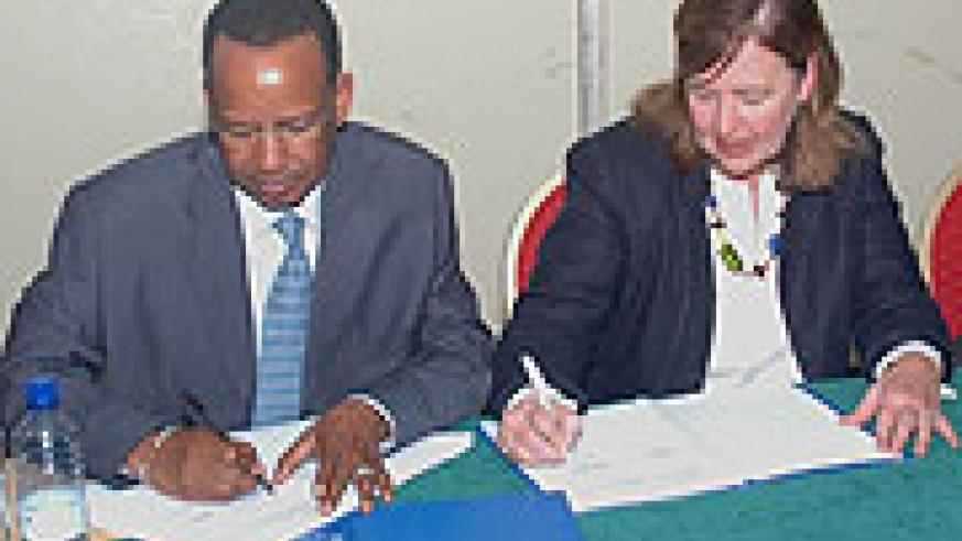 WFP Country Director Abdoulaye Baldé and Plan International's Rosemary Mc Carney during the signing yesterday (Photo F Goodman).