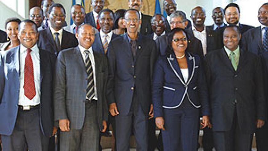 President Kagame with  members of the EABC yesterday. (Photo Urugwiro Village)